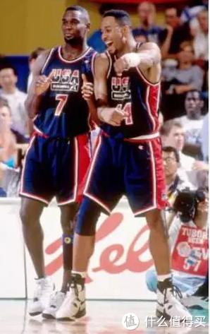 1994年,入选美国梦二队并随队夺得世界篮球锦标赛金牌。