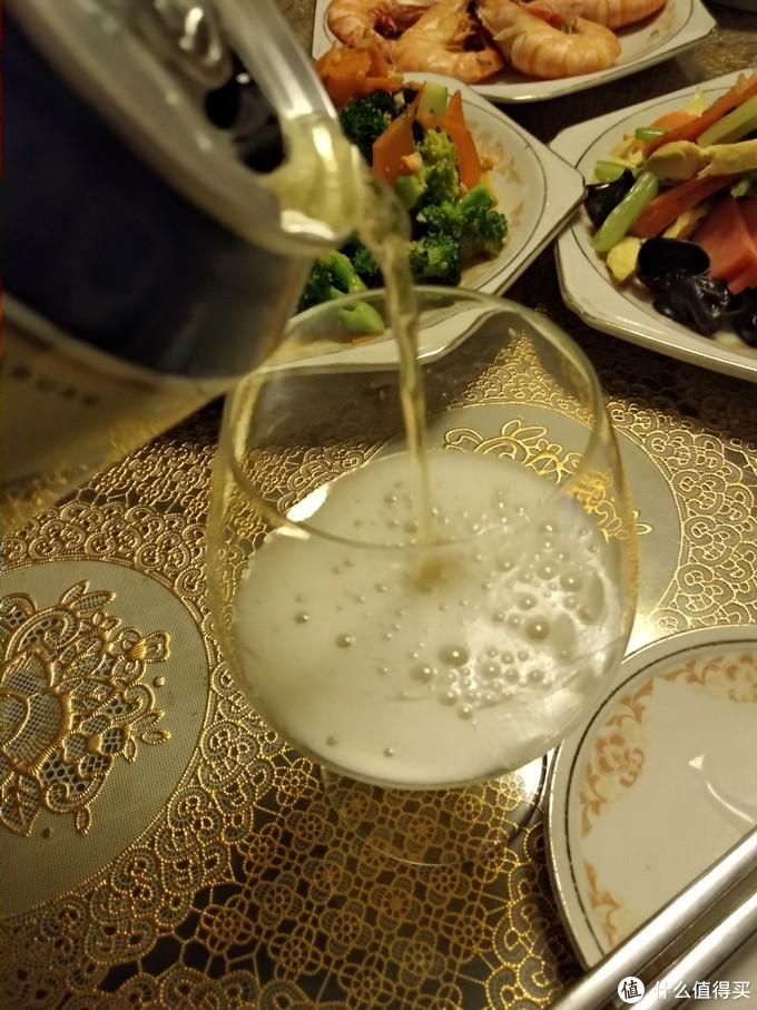 """张大妈""""网红""""奥地利拉格啤酒小试饮,面对国产水啤尚可一战"""