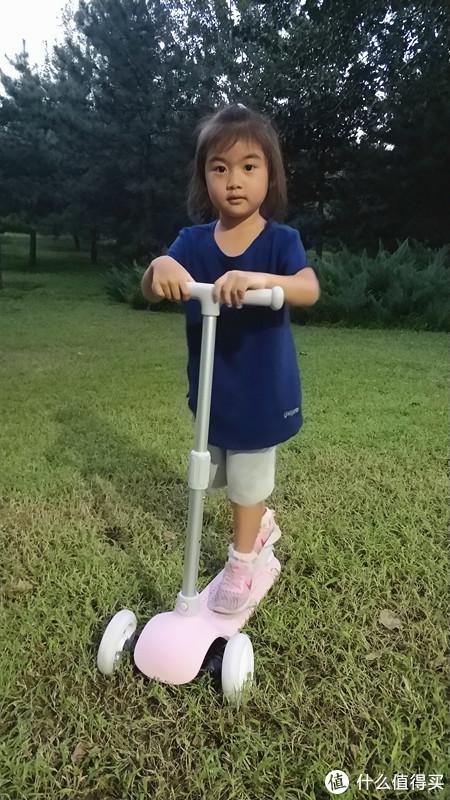 就像踩着无敌风火轮—小米米兔滑板车