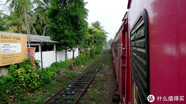 火车缓缓驶出车站