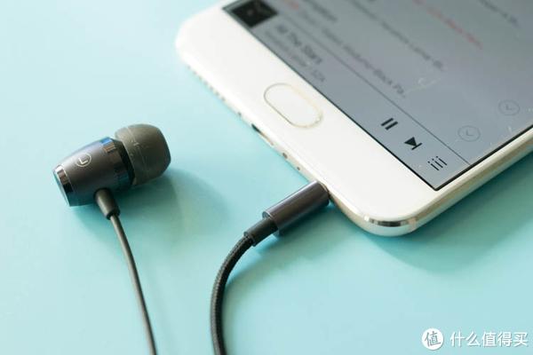 不止过节,你需要一双简单耳机堵住耳朵,,试试这款不到百元的