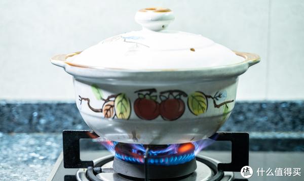 大火盖上盖子,煮开