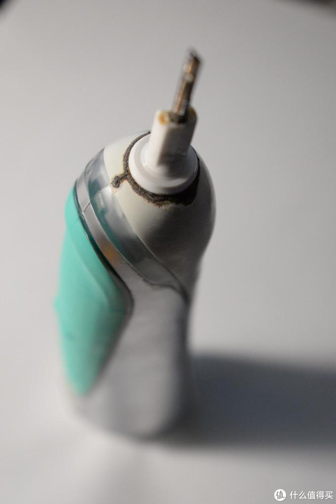 给欧乐B 7000电动牙刷换电池 (附带各种电池比较)