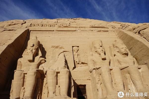阿布辛贝神庙,阿布辛贝神庙,距今已有3300年,以确保神庙不会被水淹没,将阿布辛贝勒神庙原样向上移位60米