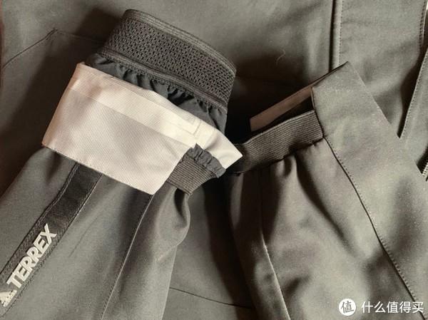 外层风衣袖口半收口很喜欢,内层的收口完全不进风