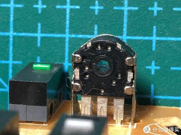 几根纤维缠在编码器上