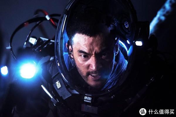 突破20亿的中国科幻电影《流浪地球》,值得看吗?