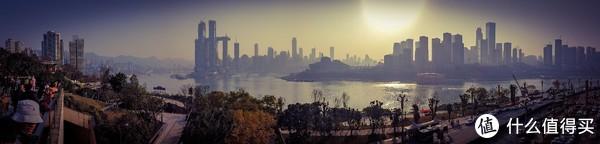 在老街眺望渝中半岛,OSMO POCKET全景180度模式。