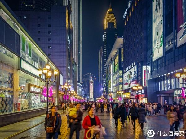 来重庆旅游的人也越来越多。