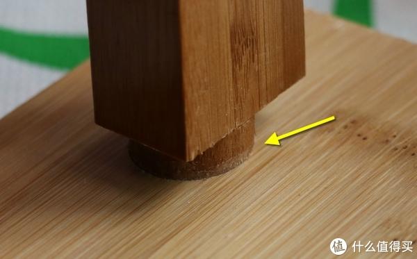注意箭头所指的摩擦痕迹