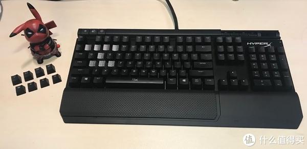 产品共包括:键盘主体、类肤材质可分离式手托、纹理银色透光增补键帽*8、拔键器、说明书、质保卡、宣传卡。