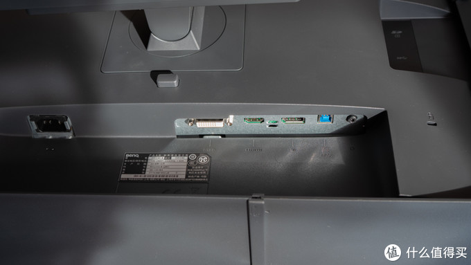 从明基SW240开箱测试及对比来看看到手校色的必要性