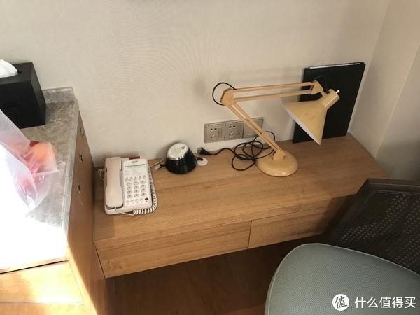 小到放不下电脑的工作台