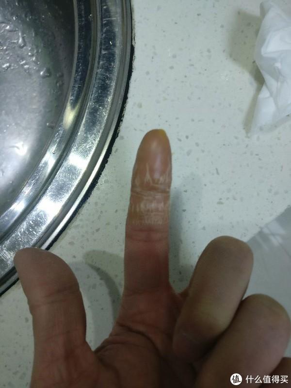 手指蘸蜡一次的样子
