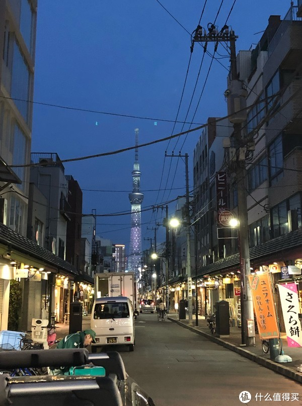 傍晚在合羽桥的小巷里面看到了天空树