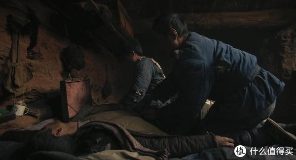 没多久就走了,同地窖的室友帮忙给他擦拭遗体和换上新衣服