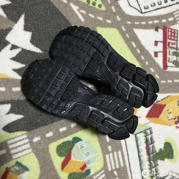 少了ACW光环的NIKE ZOOM VOMERO 5 SP 老爹跑鞋
