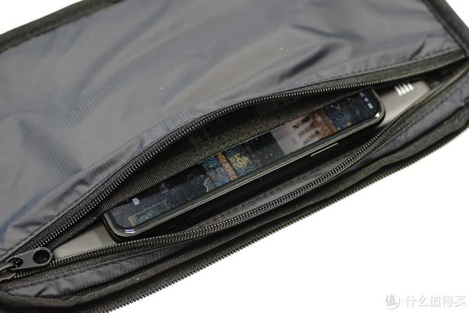"""""""这包挺酷的啊...""""""""8小时充满一个充电宝?""""——LACOSTE INFINI-T 持久续航背包使用体验"""