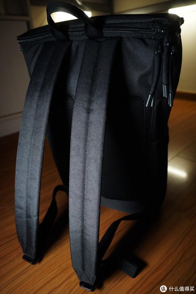 不只有POLO衫的低调轻奢 | LACOSTE INFINI-T 法国鳄鱼背包,让太阳为你充电~