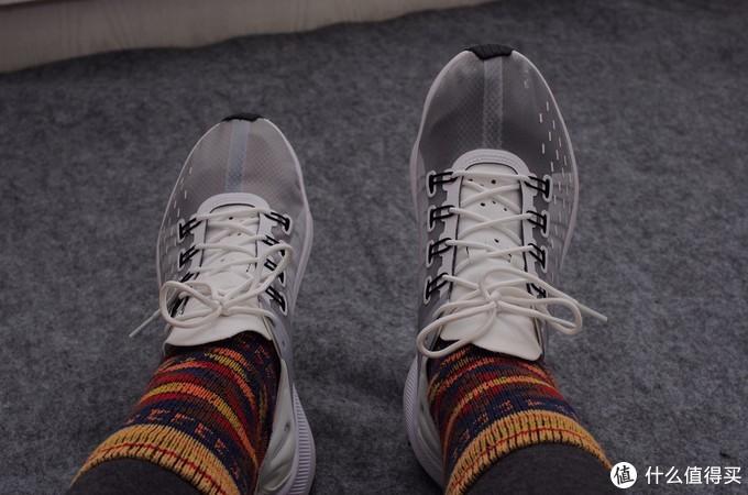 回旋镖鞋底+半透鞋面+React缓震=Nike EXP-X14