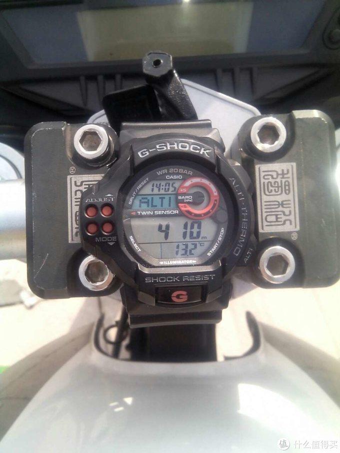 手表绑在手把上面看时间方便还可以看看海拔和温度(手把也换了)