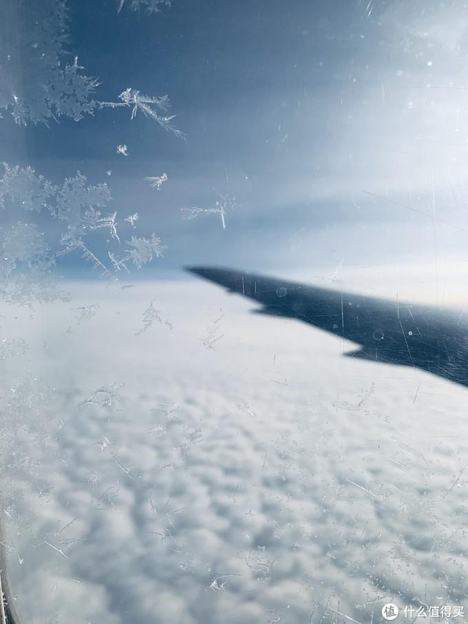 可以看见窗外的雪花