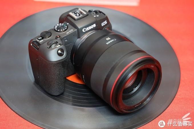 佳能EOS RP搭载RF50mm F1.2L镜头