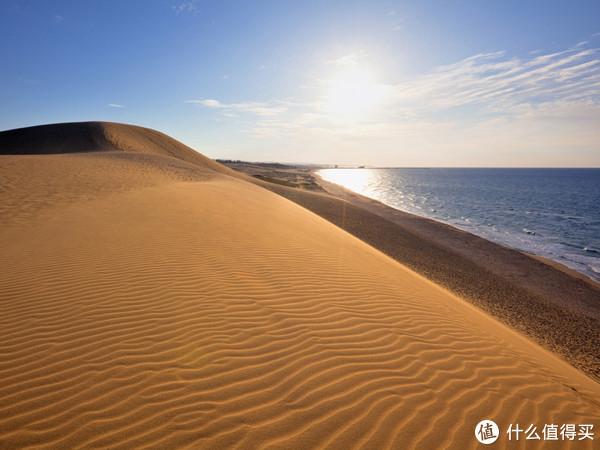"""日本""""唯一沙漠"""",一边是沙丘,一边是海"""