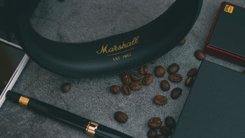 马歇尔 Major II Bluetooth 头戴式蓝牙耳机外观展示(耳罩 按钮 蓝牙)