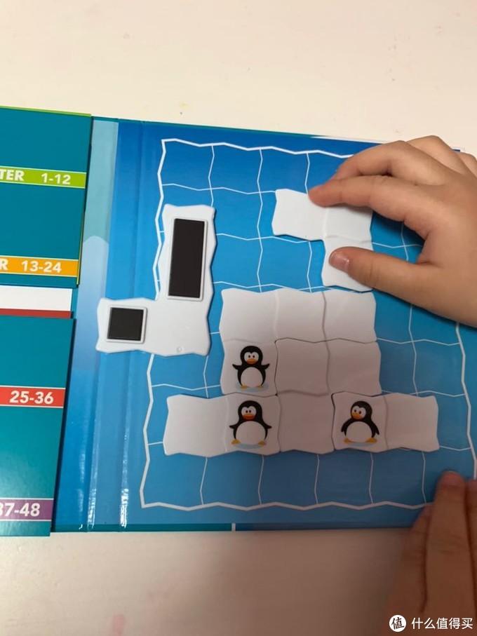 磁铁背面构成。很容易吸附在游戏板上,移动也很方便。吸附很牢固。
