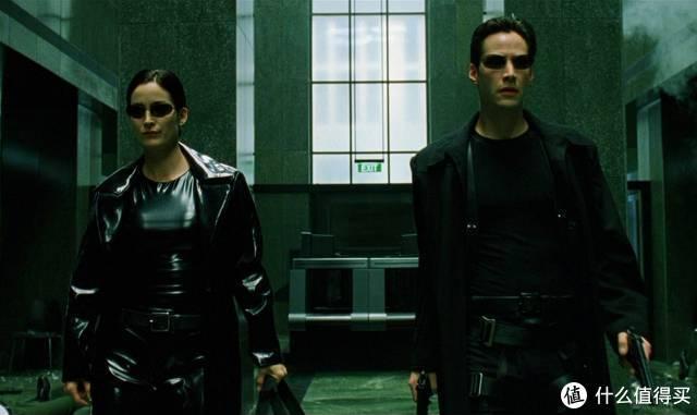 这次hottoys推出的尼奥,造型和配件等正是基于1999年的第一部电影,恰逢上映20周年,也颇具纪念意义