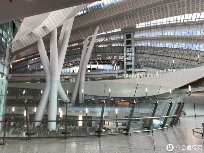 西九龙站内楼下的是准备离港的旅客
