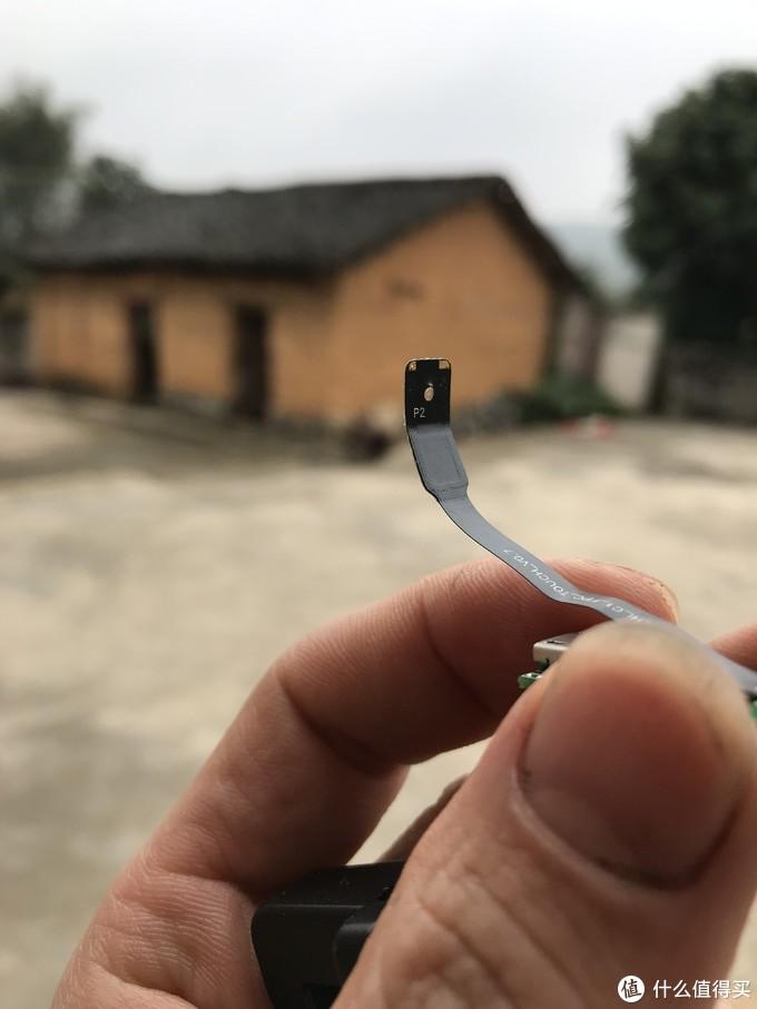 这就是接触手机触摸屏的金属点了