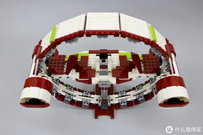 外壳采用方形积木搭建,从图中不难看出整体重复搭建的操作比较多