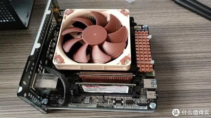 内存条装上也很Nice,固态硬盘和无线网卡很完美