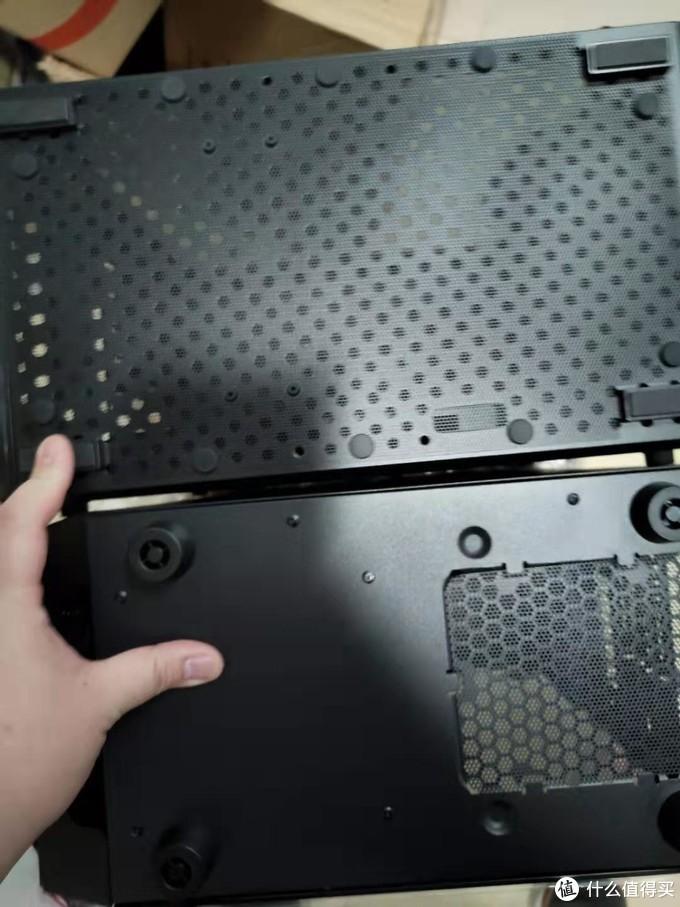 图2.11 Q300L和银欣机箱底部对比