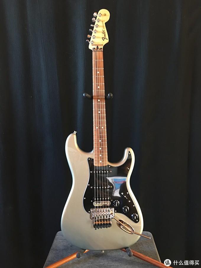 本次的主角 Fender Deluxe Stratocaster 电吉他