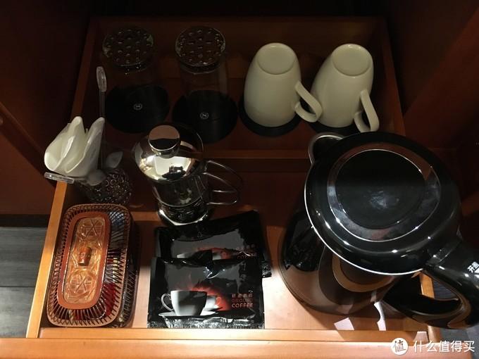 备品茶包和咖啡及糖