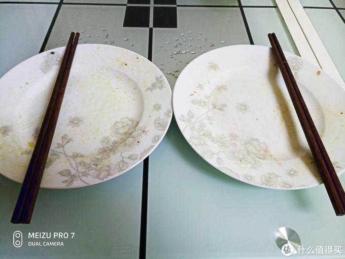 两个人直接干没了,光盘行动一粒米都不浪费!