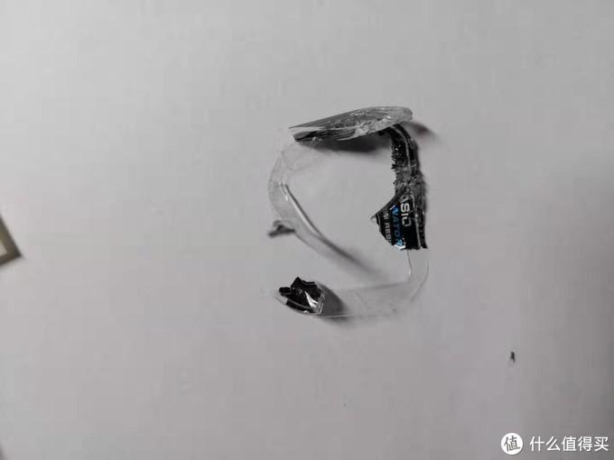 清理出玻璃后发现玻璃有一圈胶布