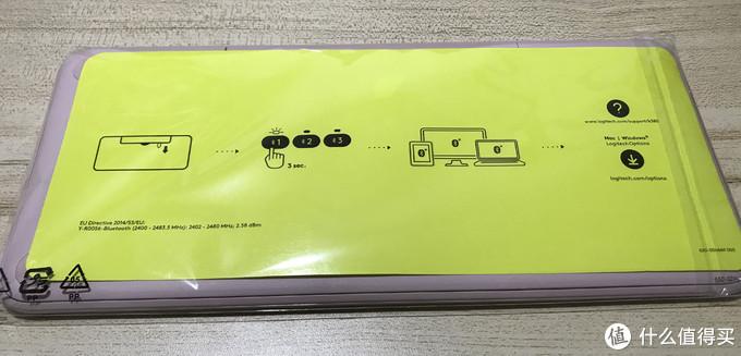 键盘外面包着保护塑料膜,背面还有一张简单的使用说明