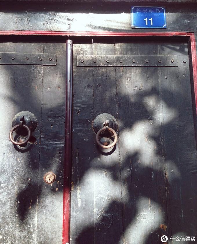 简简单单一扇门都似乎有着很多故事