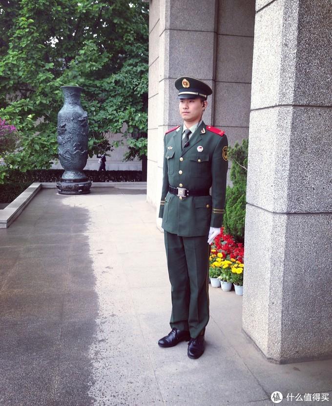 秦始皇陵博物馆的军人哥哥站姿还是很标准哒~