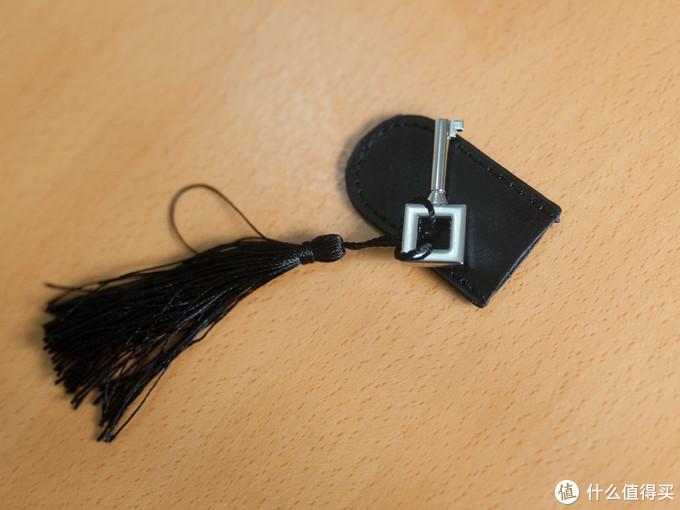 还专门配了一个钥匙套,反正我觉得这把钥匙有点丑了。