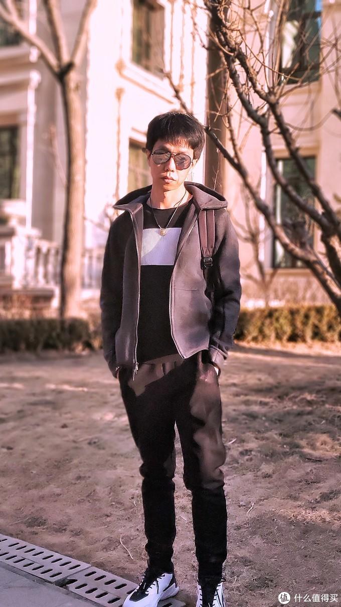 """【全面评测】一款轻奢背包""""追逐太阳""""的测试——LACOSTE  INFINI-T 持久续航背包及2019春款男鞋"""