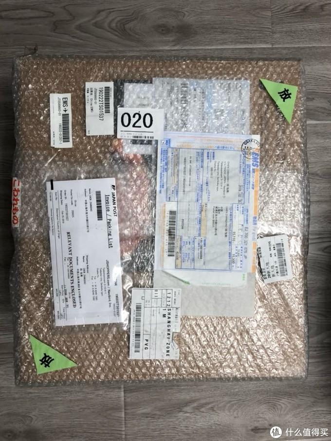 灰常大的一个箱子,15公斤重,包装非常好,就是运费贵了点,大概900多