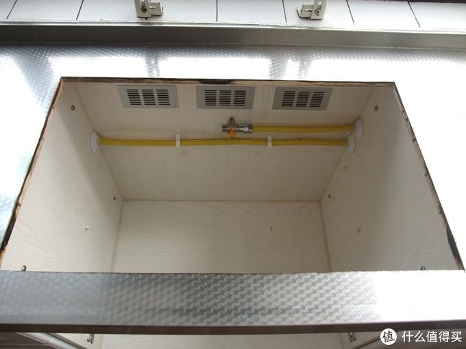 拆除旧灶,橱柜背板没有靠墙有进风通道