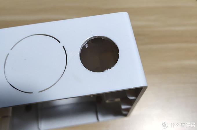 底盒顶部打15毫米的孔安装开关