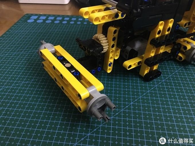 前面车轮底架组装,因为不连接驱动不需差速器