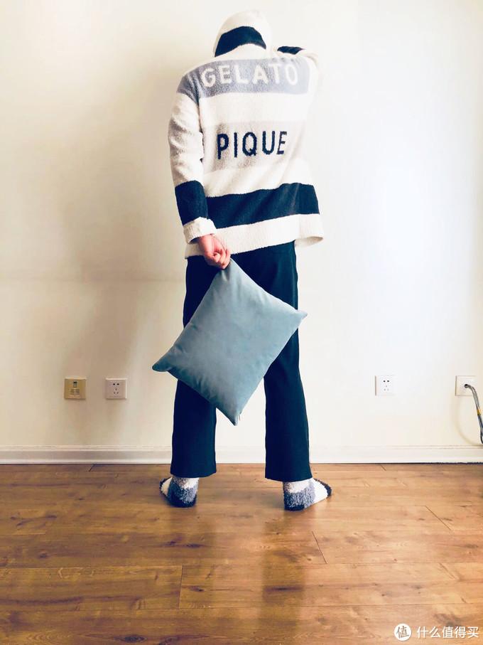 家居服:GELATO PIQUE 袜子:GELATO PIQUE